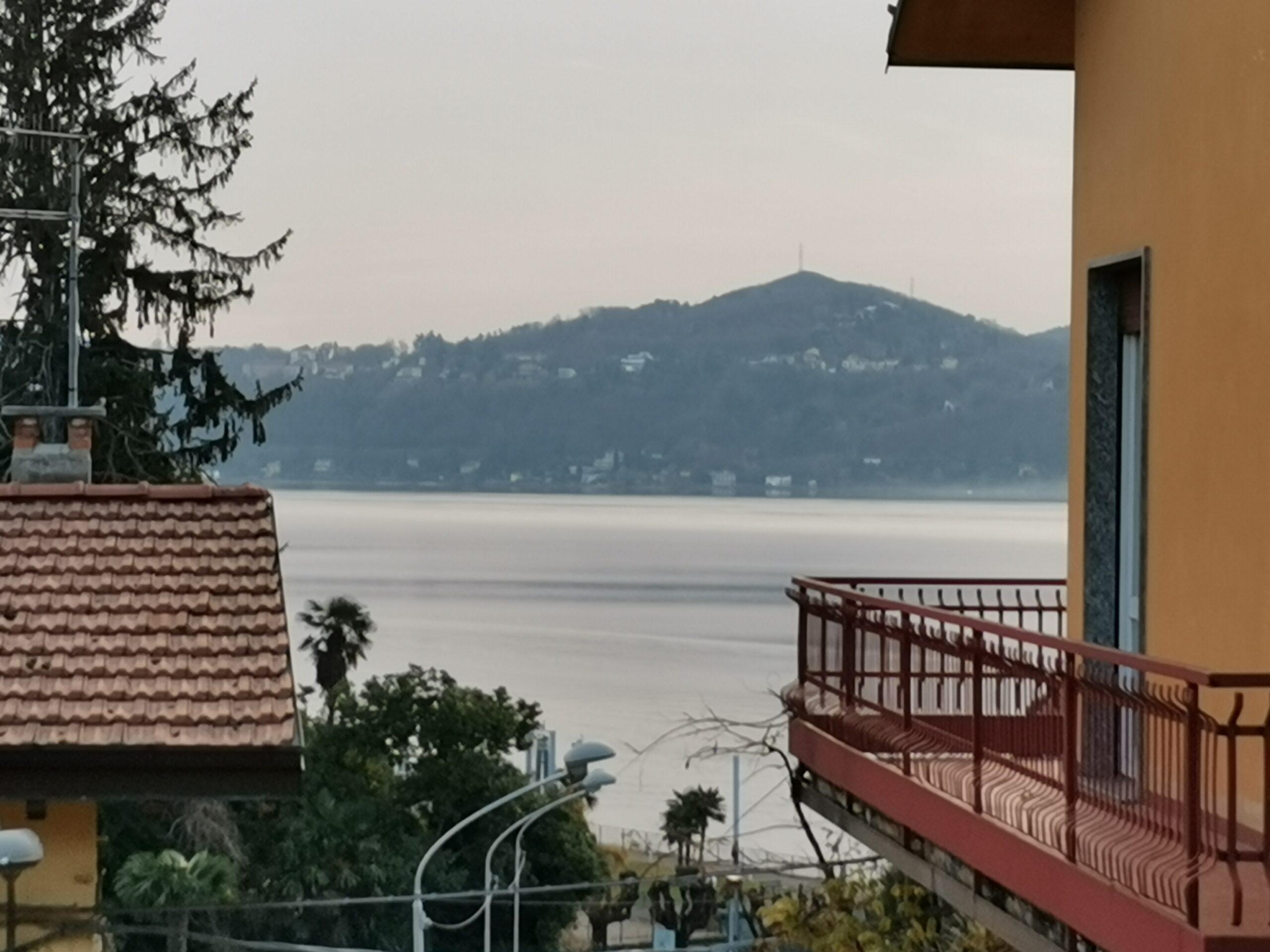 Ranco – Piccola Casa di corte con vista lago Maggiore