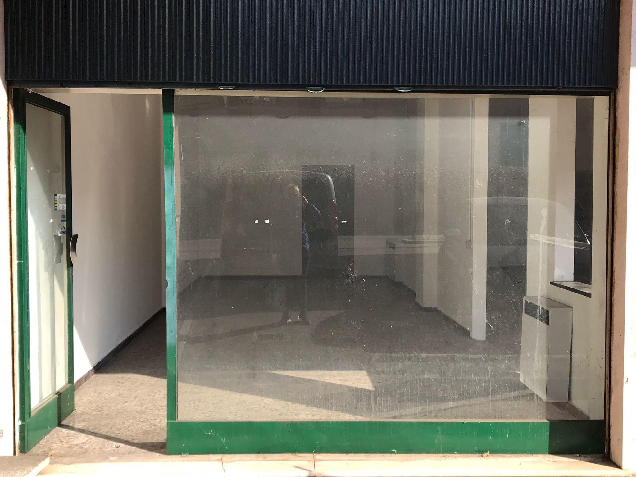 Locale commerciale con ampia vetrina